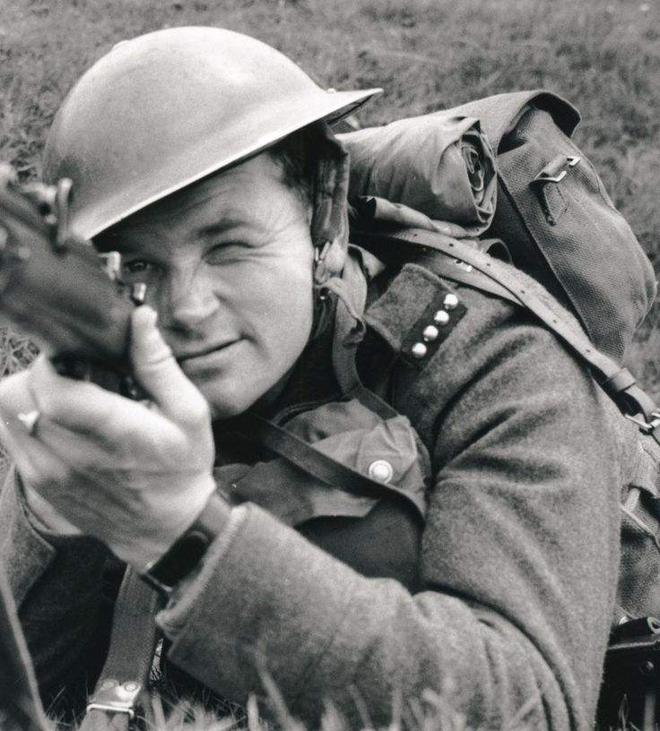Jan Kubiš with Lee-Enfield rifle. Source: http://www.ustrcr.cz/data/pdf/pamet-dejiny/pad1202/110-127.pdf