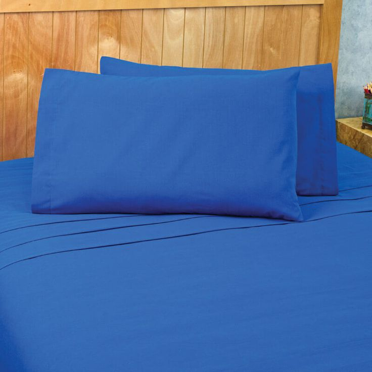 Extreme Blue plain bed sheets, great to combine with a print design. Fabric 50% polyester / 50% cotton Bed Sheets Set includes: Twin 1 Pillow Case 19,68 in x 30,31 in 1 Fitted Sheet 39,37 inch x 74,80