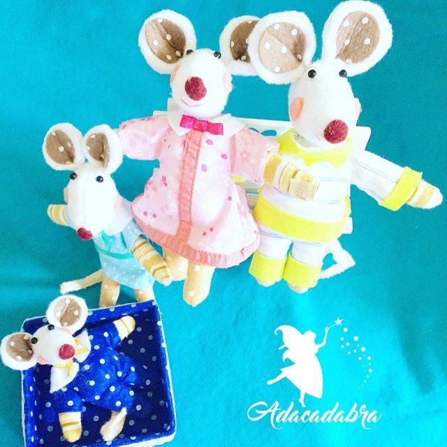 "Project inspired by ""Ratoncitos dulces sueños"" ""Sweet dreams little mice"". 🐭🐭🐭🐭 #Felt #fieltro #feltro #feltcraft #feltcrafts #feltdesign #feltart #diy #craft #crafts #handmade #handmadewithlove #handcrafted #artesanal #artesania #artesanias #artesaniachilena #artesaniachile  #hechoamano  #sew #sewing #crafting #diseñochileno #feltmouse #felttoys #mouse #mousefamily #babymouse #ratoncitos #feltros"