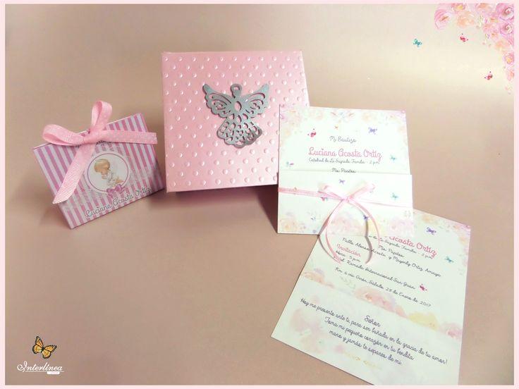 Hermosa caja de invitacion de Bautizo, con detalles de rosas pintadas.