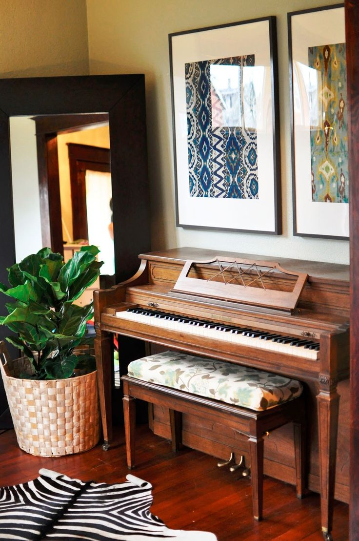 1000 ideas about piano bench on pinterest painted for Piano for small space