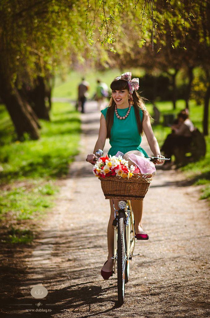Cycle chic girl in Arad, Romania