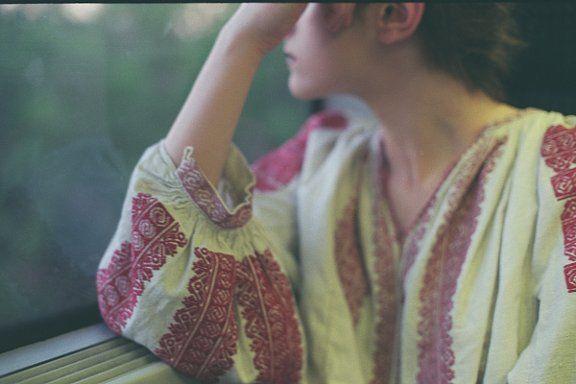 Sanziene in Urban, photo by Diana Curca. Romanian blouse from Muscel belonging to Simona Niculescu. #sanzieneinurban