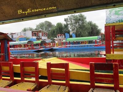 Xochimilco, México | BayEssence.com Andar en Bote / Parte 1