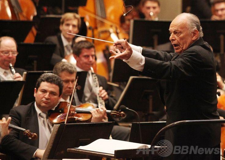 オーストリア・ウィーン(Vienna)で、自身の80歳の誕生日を記念したウィーン・フィルハーモニー管弦楽団(Vienna Philharmonic Orchestra)の公演で指揮するロリン・マゼール(Lorin Maazel)氏(2010年3月6日撮影)。(c)AFP/DIETER NAGL ▼14Jul2014AFP|米指揮者L・マゼール氏が死去 84歳 http://www.afpbb.com/articles/-/3020446 #Lorin_Maazel