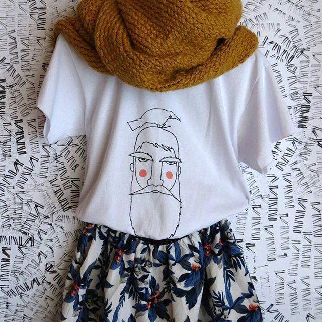 Falda de flores.   Precio: 35.000 mil más envío    Bufanda Mostaza  Precio: 42.000 mil más envío.    Camiseta estampada  Precio: 22.000 mil más envío.  -  -  -    #outfit #mostaza #mustard #falda #flores #skirt #bufandas #bufanfa #miestilo #instamoda #moda #cajica #todayoutfit #INSANNIA