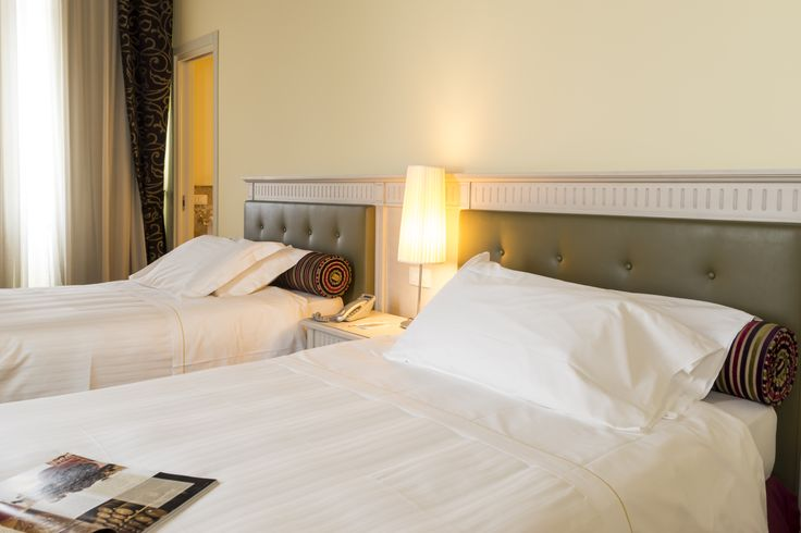 Afraid of microscopical beds in your twin rooms? Do not fear at Hotel Certaldo! We have large and comfortable twin French beds for your sweet Tuscan dreams!  #certaldo #hotel #hotelcertaldo #tuscany #largebeds www.hotelcertaldo.it
