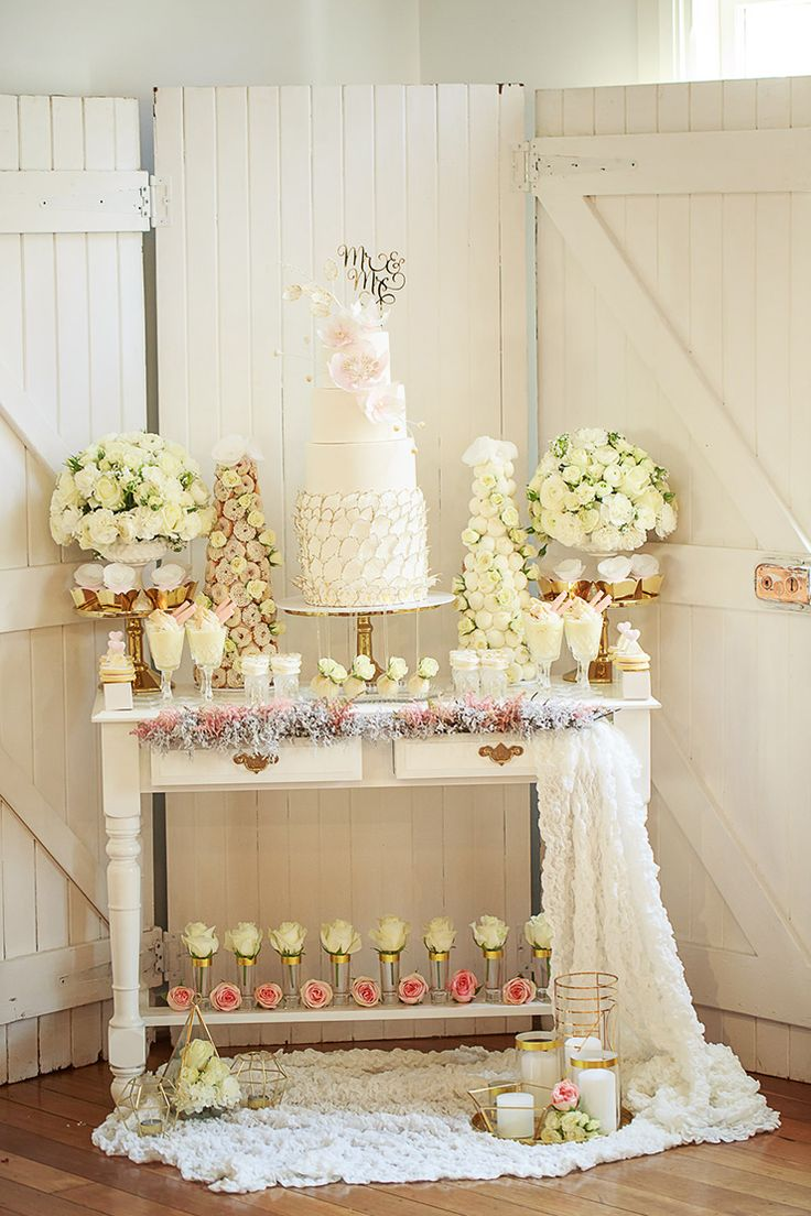 Funky Gold And White Decoration For Wedding Photos - The Wedding ...