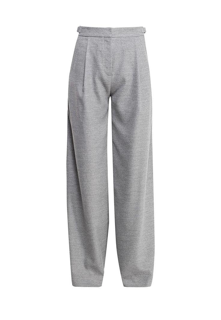 Расклешенные брюки Karl Lagerfeld выполнены из плотного бархатистого текстиля. Особенности: застежка на молнию и крючок, два боковых и два задних кармана.