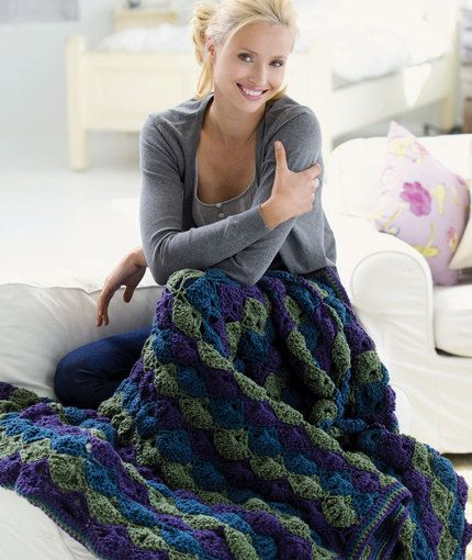 Twilight Shells Throw RED HEART® Super Saver®: 3 skeins each 356 Amethyst A, 656 Real Teal B and 624 Tea Leaf C