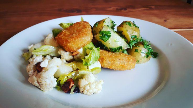 [OC] New potatoes w. parsley cauliflower salad and vegan nuggets [46082592] http://ift.tt/2hIG7Q8