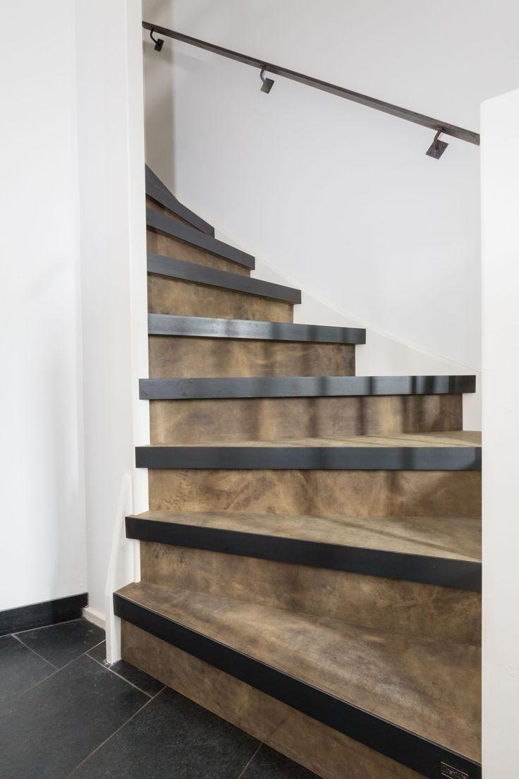 Een trap van leer!  Decor: Extreem Titanium  Leuning: Blauwstaal