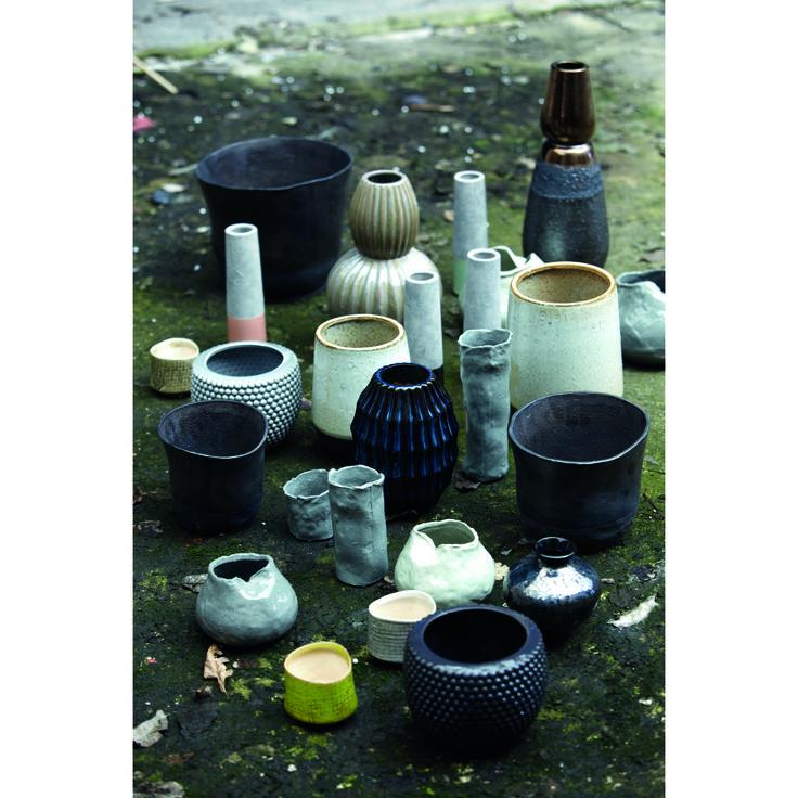 Tube vas, cement/svart pärlemor från House Doctor – Köp online på Rum21.se