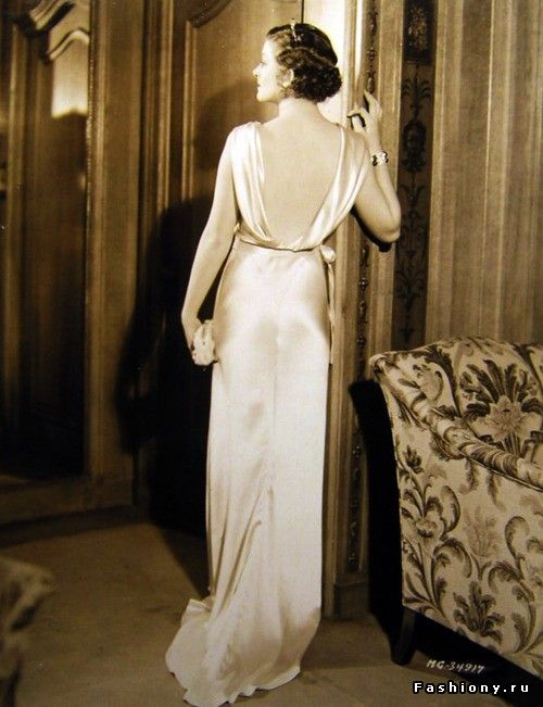 История платья с открытой спиной / фото девушек в платье со спины