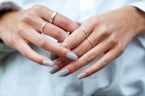 grey nails//