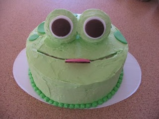 Easy leap day frog cake