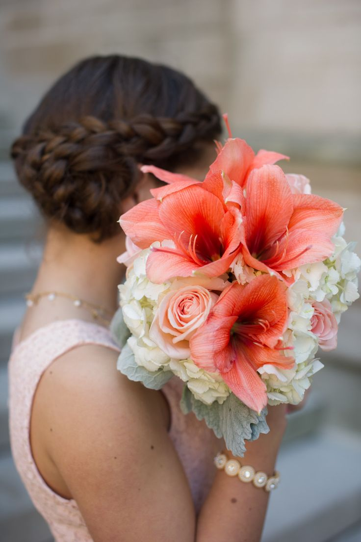 Coral lilies, white roses and hydrangea... A heartfelt and graceful composition for a bridal bouquet x
