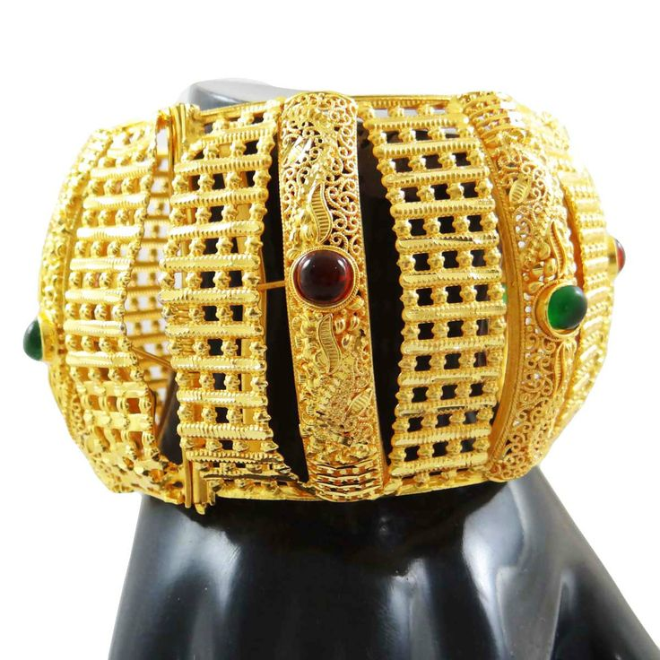 Ethnic traditional 18K gold plated metal bangles designer shining bracelets set of 1 pieces. ..this is img