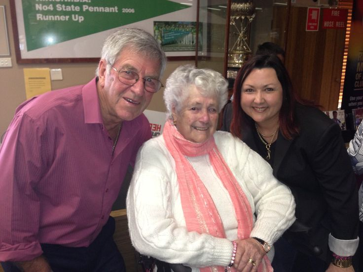 Another beautiful fan with Lindsay Butler OAM & Shaza Leigh 2015 at Evans Head Bowls Club #lindsaybutler, #shazaleigh