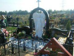 Элитный памятник на кладбище в Ракитках. Фото