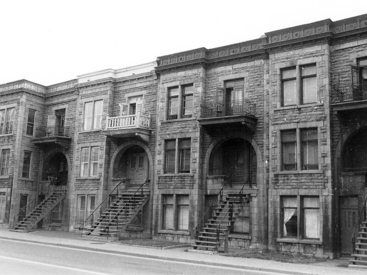 Rue Ontario, entre Sanguinet de St-Denis [1975]