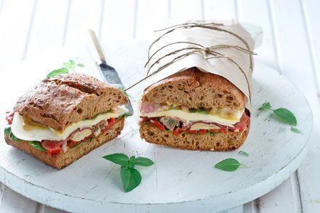 Σάντουιτς με προσούτο, πιπεριές Φλωρίνης και μοτσαρέλα - Συνταγές | γαστρονόμος