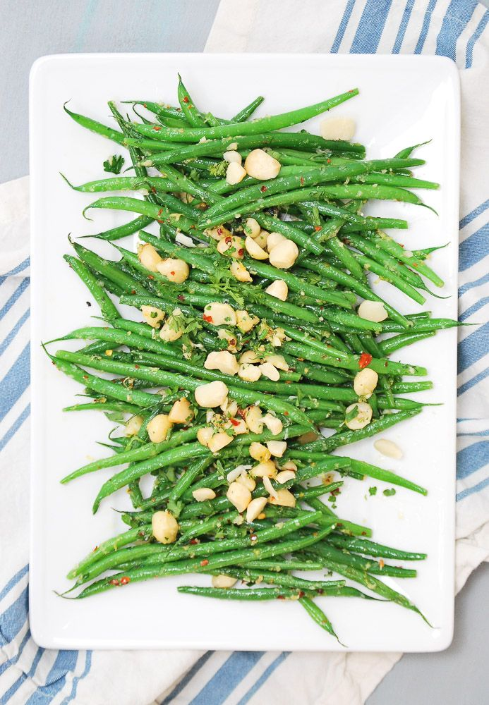 Spicy String Beans with Crushed Macadamia Nuts