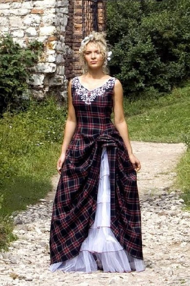 scottish wedding dresses... I just love this one, Annie...can't you just see as a bridesmaid dress, but with your own selected tartan?