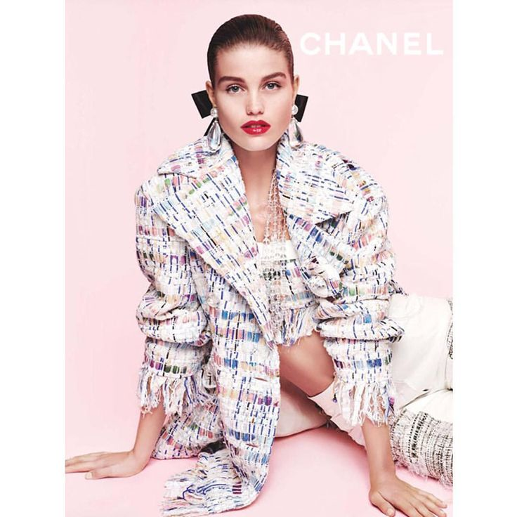 dna Model Management sur Instagram : Luna Bijl photographed by Karl Lagerfeld for Chanel's Spring/Summer 2018 Campaign. Styled by Carine Roitfeld. @chanelofficial #Chanel… • Instagram
