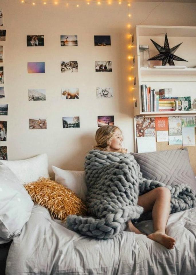 Minimalist Dorm Room Ideas In 2020 Bedroom Design College Dorm Room Decor Dorm Room Walls