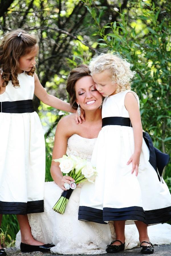 Black and white wedding - bride dress - flower girls. Photography by www.jennawalkerphotography.com