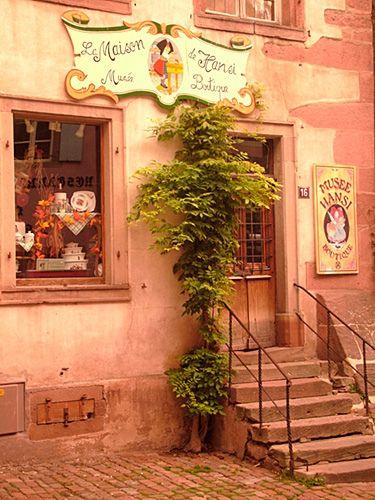 La Maison de Hansi musee boutique. How awesome are those cornerstones?!
