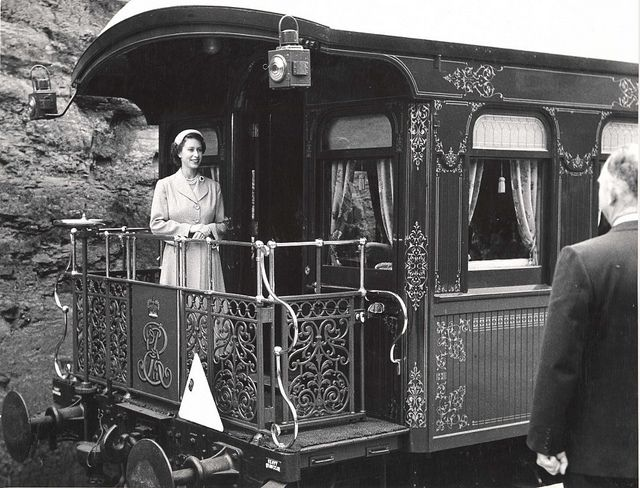 Queen Elizabeth II arriving at Leura, South Wales, Australia, onboard the royal train. Dated: 12 February 1954