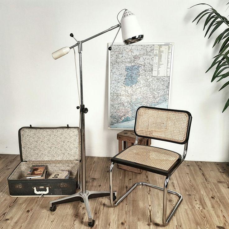 Medical lamp, 70's. Lámpara médica de pie, años 70.