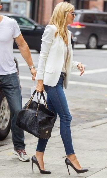 Look Blazer Branco + Skinny + Bolsa Grande + Scarpin