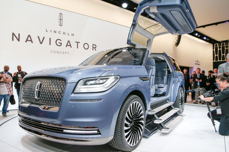Although the 2018 Lincoln Navigator won't be as wild as the Navigator concept at the 2016 New York Auto Show, take a sneak peek at the luxury SUV here.