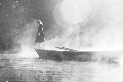 Erika Olofsson - Hon kommer genom dimman