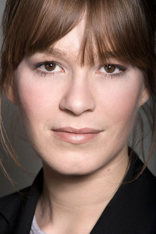 Franka Potente - Here's another pretty face that doesn't make sense (AND I DON'T CARE). There's no symmetry anywhere, and the shape of that nose is just wrong. But somehow it all works. It's a face that makes me wish to be a few decades younger.
