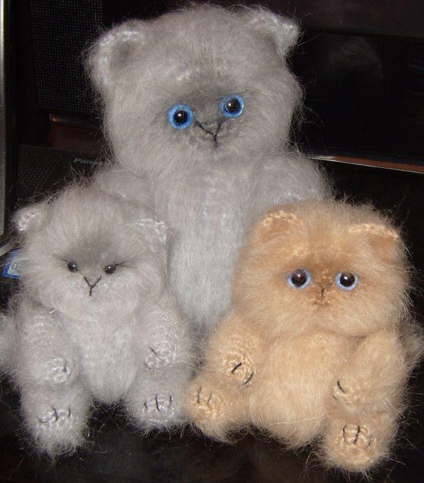 fluffy crocheted kitties - free pattern tutorial, not english