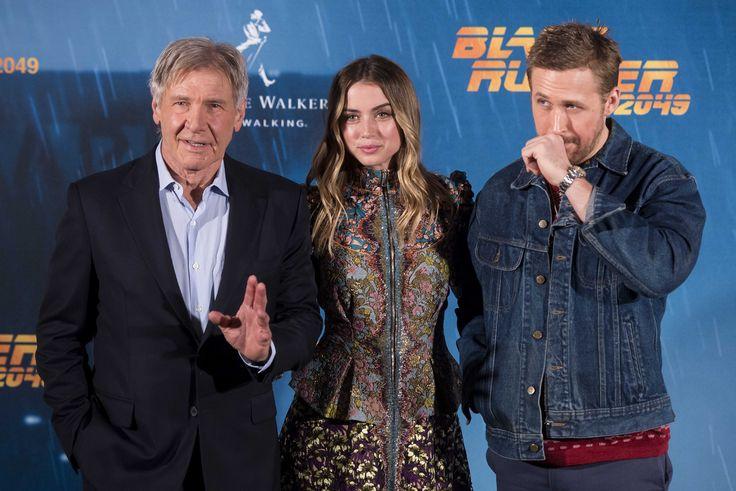 Ana de Armas At Blade Runer 2049 Photocall In Madrid :「ブレードランナー 2049」のスペインでのプレス・イベントのアナ・デ・アルマスとライアン・ゴズリング、ハリソン・フォード ! ! - 新ヒロインのアナ・デ・アルマスが、先がけて行われたベルリンでのイベントの舞台裏を、チラと紹介してくれたビデオを一緒にご覧ください!!   CIA Movie News    Ana de Armas, Blade Runner 2049, Denis Villeneuve, Harrison Ford, Ryan Gosling, Warner Bros, Celeb - 映画 エンタメ セレブ & テレビ の 情報 ニュース from CIA Movie News / CIA こちら映画中央情報局です