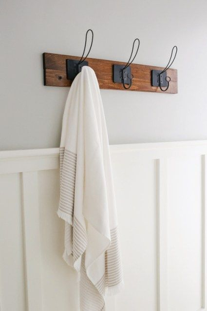 How to make a farmhouse style DIY towel rack or coat rack. This easy DIY wood towel rack adds function and pretty decor for a bathroom. Click to get the tutorial!