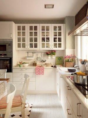 Landhaus Küche ganz nach meinem Geschmack... schöne Farbklekse dank Accessoires!!