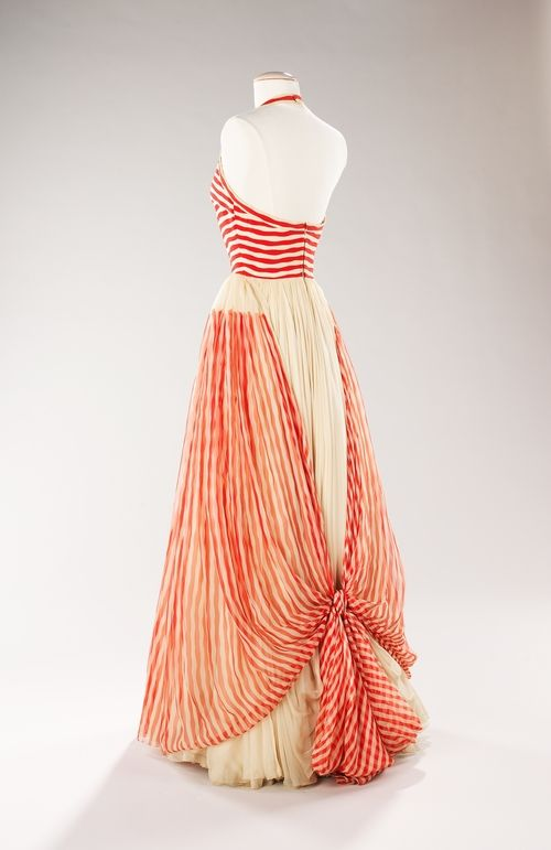 Back view of a 1955 James Galanos dress.I adore how it ties at the bottom, so different and pretty.