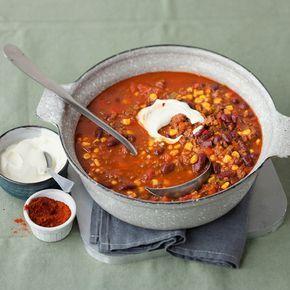 Wenn Sie Ihre Gäste satt und glücklich machen möchten, ist ein feuriges Chili garantiert das Richtige.