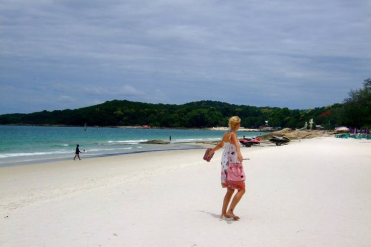 BlondeTraveler's Do's and Don'ts for what to Wear in South East Asia by Swenja from BlondeTraveler So, you're heading on a big backpacking adventure across Southeast Asia, and you're wondering what the heck you're going to take. Don't worry! We've got some great suggestions for you here, from our seasoned pro. Check out our Ultimate …