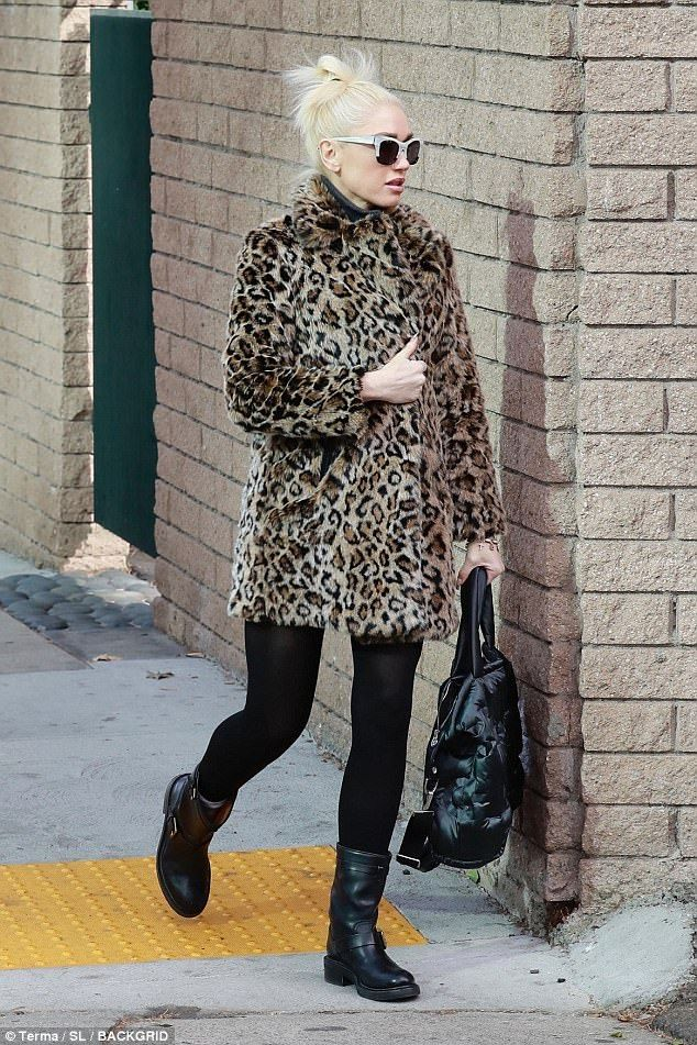 e2608845ed6c Gwen Stefani joins Blake Shelton and sons at church | Fall/Winter Fashion | Gwen  Stefani, Gwen stefani style, Fashion
