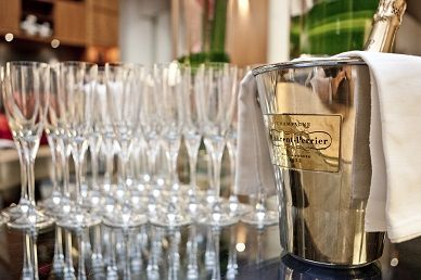To Celebrate Valentine's Day at Threadneedles we are welcoming all our guest with a complimentary glass of bubbly!!!