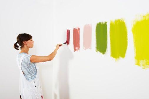 Χρωματα και Ψυχολογία Η σχέση του ανθρώπου με τα χρωματα και η επιρροή του από αυτά είναι υποκειμενική. Κάθε άνθρωπος έχει διαφορετικές  χρωματικές προτιμήσεις, εκφράζεται μέσα από τα χρωματα και επηρεάζεται από αυτά με διαφορετικό τρόπο.