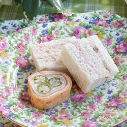 Ham and Green Tomato Piccalilli Tea Sandwiches - A perfect pairing for Sparkling White Grape and an afternoon picnic!