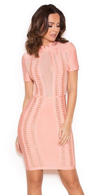 Iti place sa fii la moda si in centrul atentiei? Pentru asta noi iti recomandam rochia bandage roz Mareli, care este confectionata dintr-un material elastic, care iti va scoate in evidenta formele generoase intr-un mod senzual si feminin!